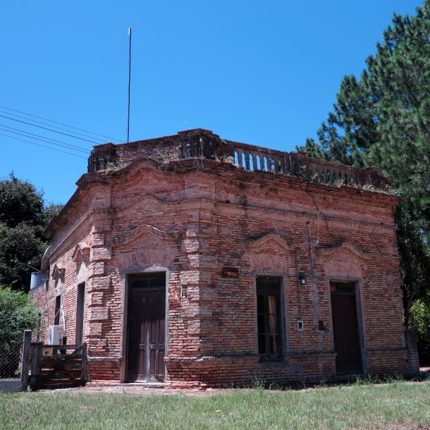 Old Colonial architecture in Santa Ana near Corrientes