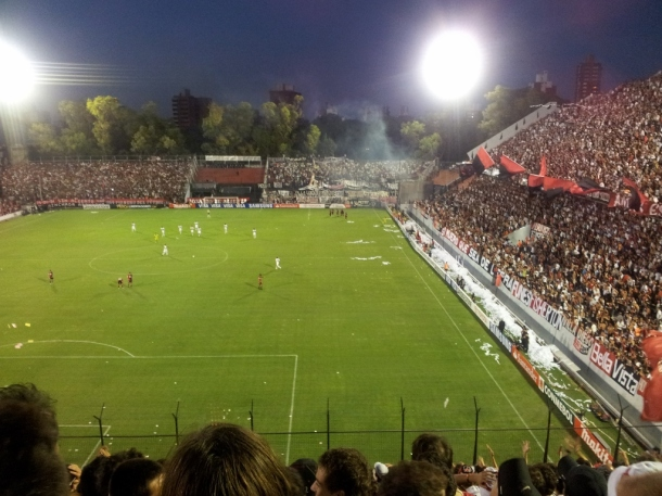 This turned out to be a peaceful game because Newell's won and there didn't seem to be any discernible foul play. Great night!